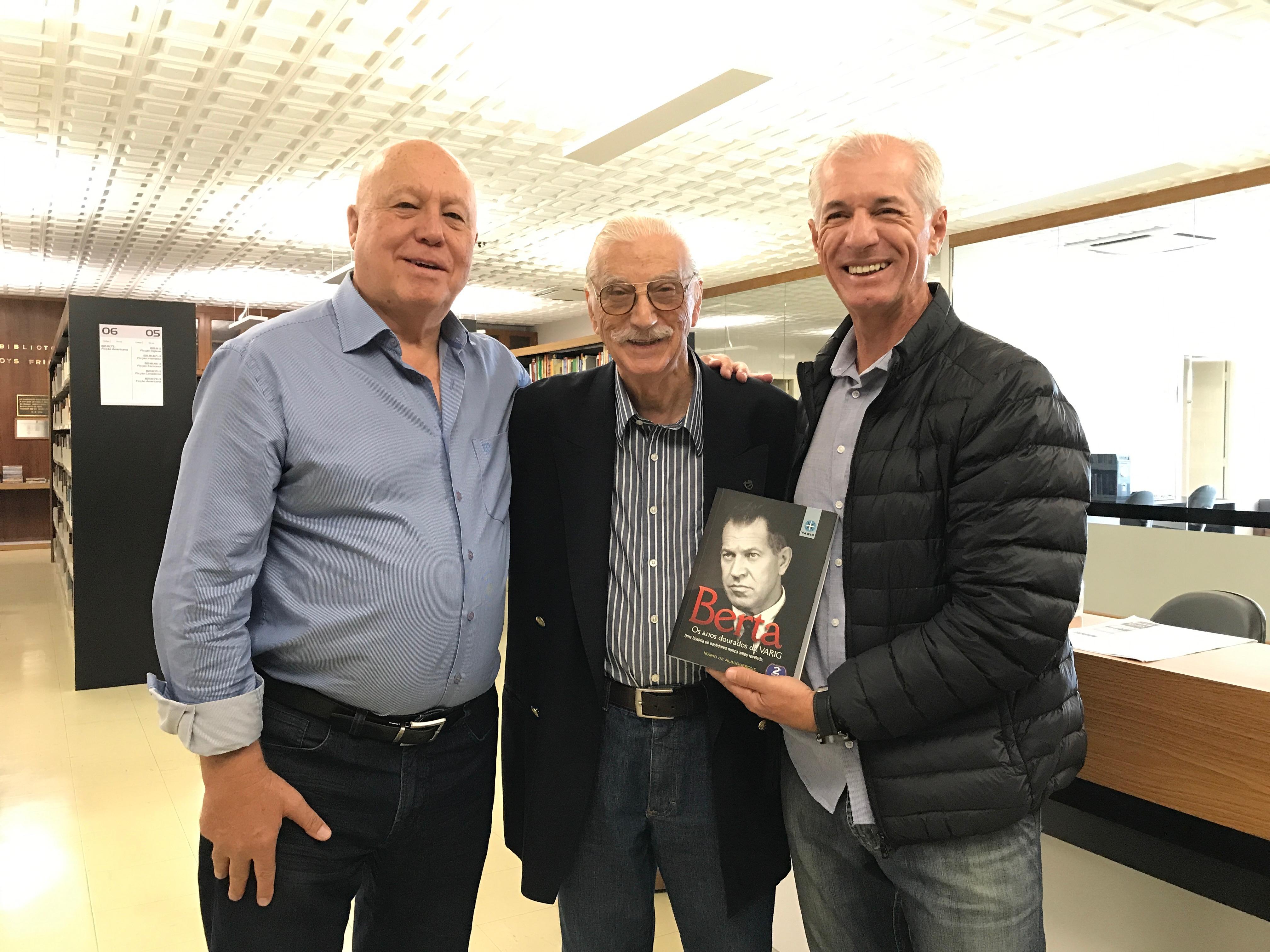 Hruby, Albuquerque e Wüppel no ato da entrega do livro
