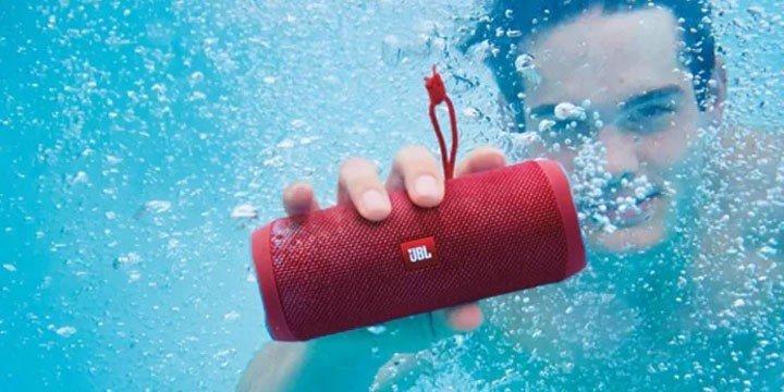 Sogipa alerta sobre proibição de uso de equipamentos sonoros nas piscinas