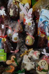 Centenas de pessoas prestigiam o Bazar de Páscoa, evento promovido pela pasta cívico cultural entre os dias 7 e 9 de abril