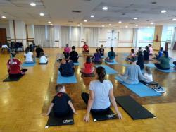 Aulão reúne mães e filhos para praticar Zumba e Yoga