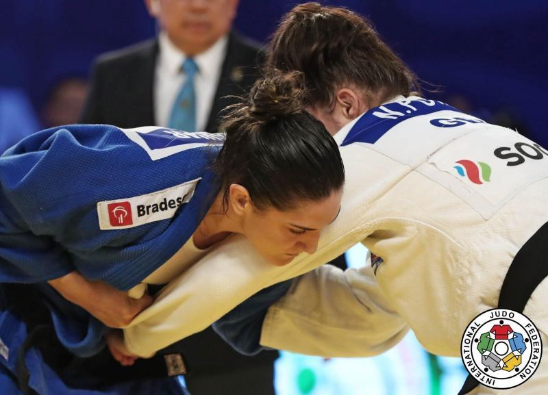SUBINDO > Após título em Cancún, Mayra Aguiar sobe 12 posições no ranking mundial da FIJ