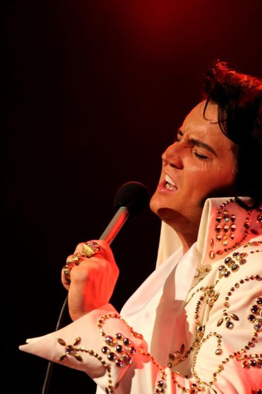 ELE NÃO MORREU » No ritmo do Rei do Rock, Sogipa recebe o 'Elvis Day' neste domingo