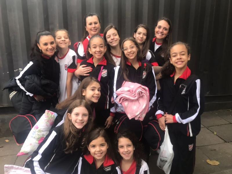 Sincronia afiada > Equipe de ginástica rítmica da Sogipa disputa o Torneio Nacional, em Chapecó