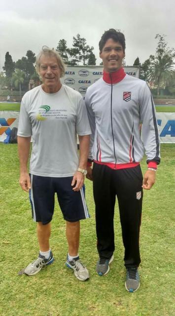 No Campeonato Estadual de Atletismo, Saymon Hoffman bateu recorde do sogipano Celso Joaquim no lançamento de disco