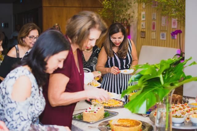 Happy Hour das Mães reuniu dezenas delas na Sogipa e foi marcado pelo clima animado