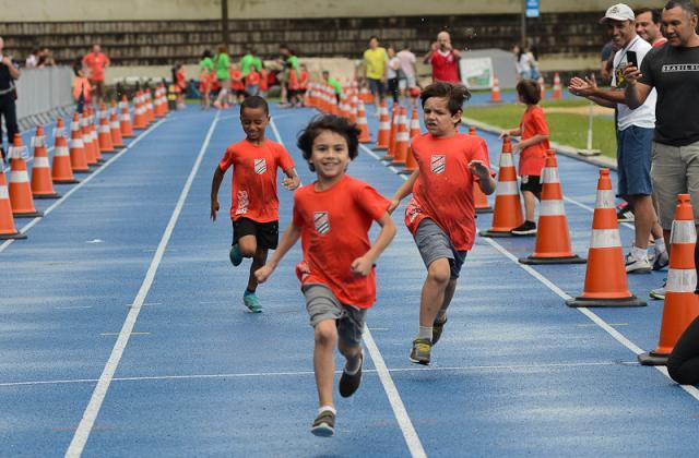 Corrida Kids reúne centenas de associados na Sogipa neste sábado. Veja as fotos do evento