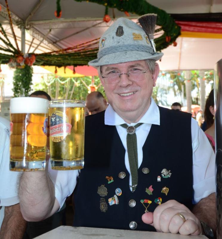DOMING�O NA SOGIPA � Comidas t�picas, chope e muita anima��o est�o entre as atra��es da Oktoberfest da Sogipa, que ocorre neste domingo e tem entrada franca para associados