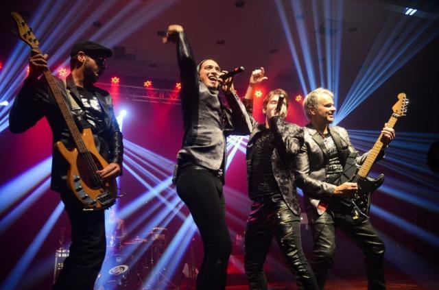Vip Night, que contou com show da banda Dublê, teve pista cheia até a madrugada. No segundo semestre, tem mais