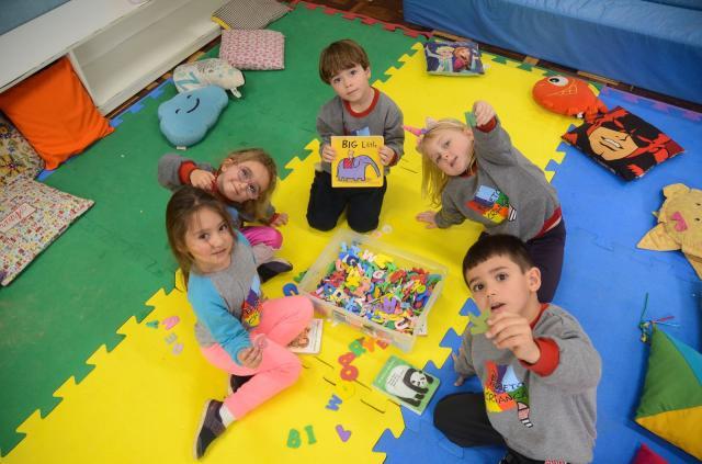 Crianças exploram toda a área da Sogipa