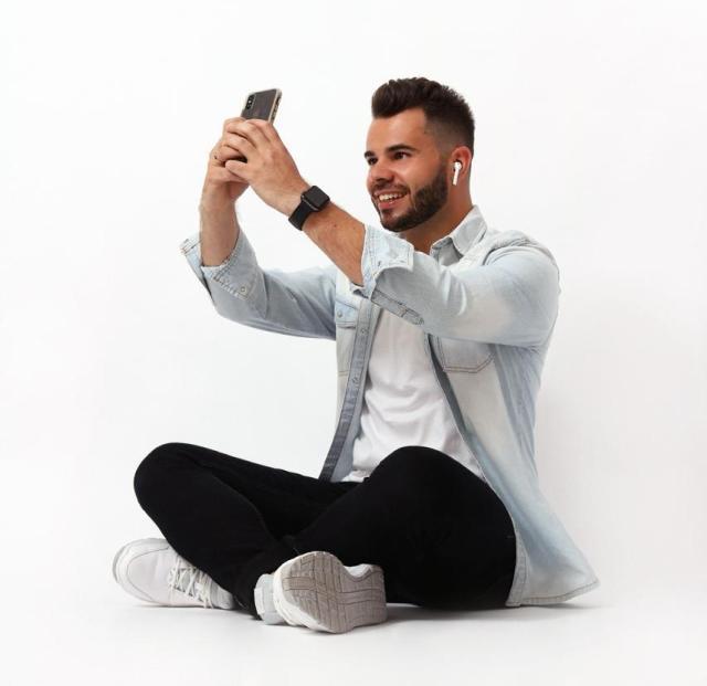 Dionathan Santos especializou-se em fotos com celular