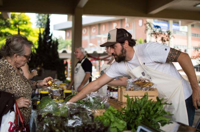 Feira oferece verduras, legumes e frutas da estação