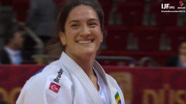 Mayra conquistou medalha de ouro em Düsseldorf