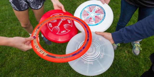 """O frisbee será uma das atividades proporcionadas pelo """"Vamos brincar de...""""."""