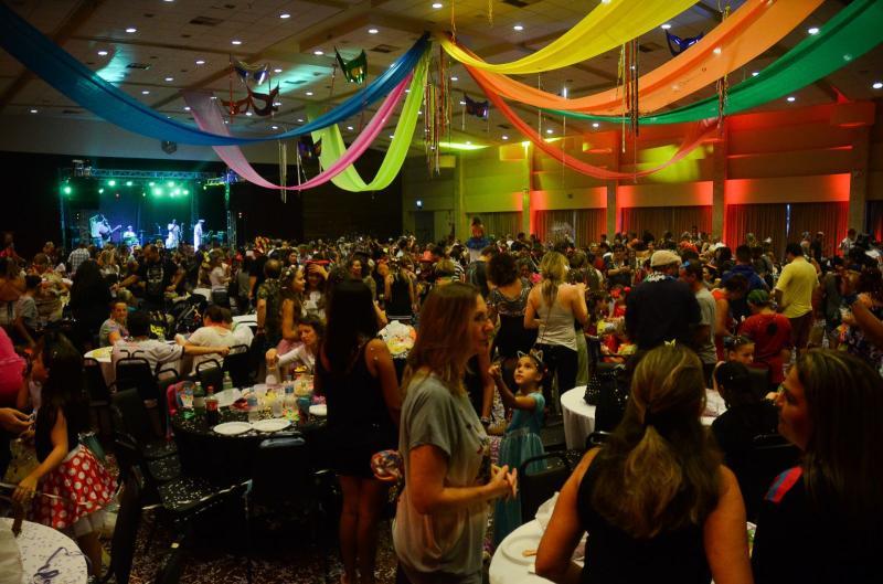 Folia de Momo » Mais de 1 mil pessoas se divertem no Carnaval em Família da Sogipa. Veja as fotos