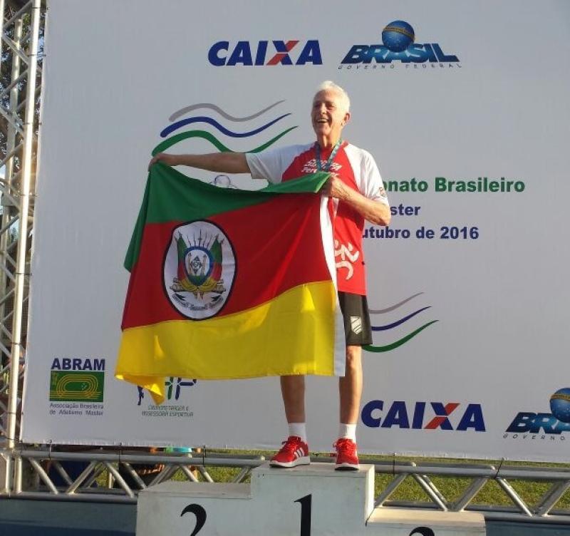 EXEMPLO � Pedro M�ller come�ou a correr aos 78 anos, quando descobriu uma diabetes. Hoje, quatro anos depois, � campe�o brasileiro dos 100 metros