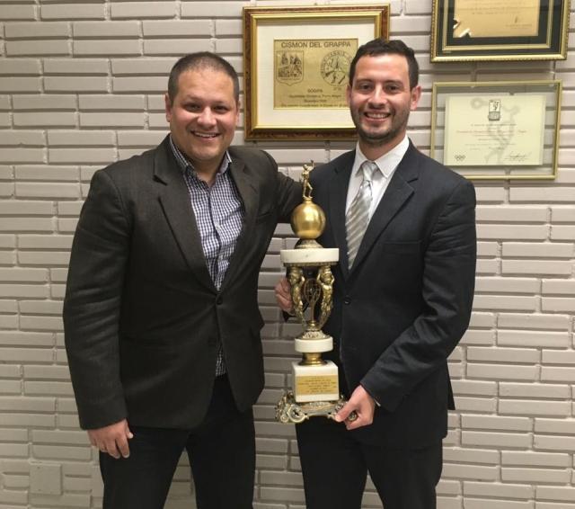 Viero e Bossler seguram o troféu da histórica conquista mundial